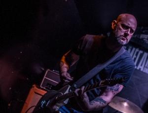 Russ Ward à la guitare